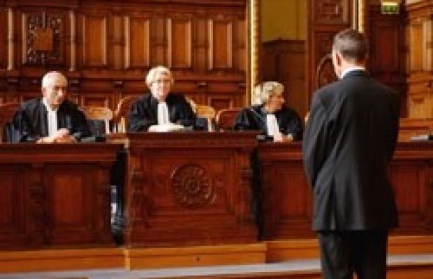 Se défendre sans avocat, le danger de la « justice Cerfa »